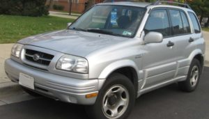 Cómo Cambiar El Filtro De Combustible En Un Suzuki Vitara 2000