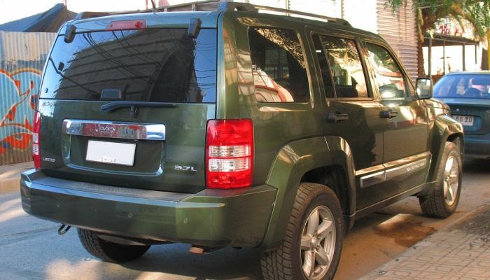 Pasos Para Revisar El Fluido De Transmisión En Un Vehículo Jeep Liberty