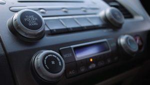 ¿Cómo Cambiar El Fusible De Radio De Un Auto?