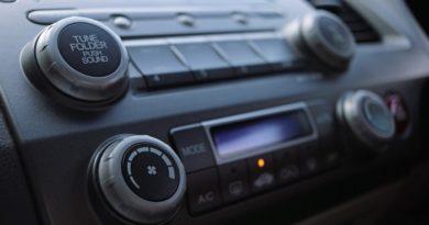 Cómo Cambiar El Fusible De Radio De Un Auto