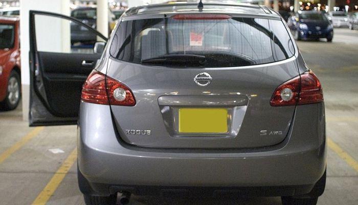 Cómo cambiar el termostato de un Nissan Rogue: