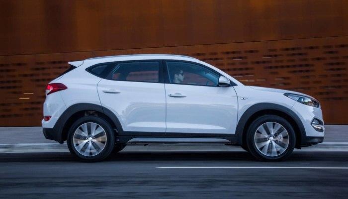 Cómo quitar el filtro de combustible en un Hyundai Tucson
