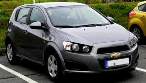 Cómo Cambiar El Filtro De Aire Del Motor En Un Chevrolet Aveo