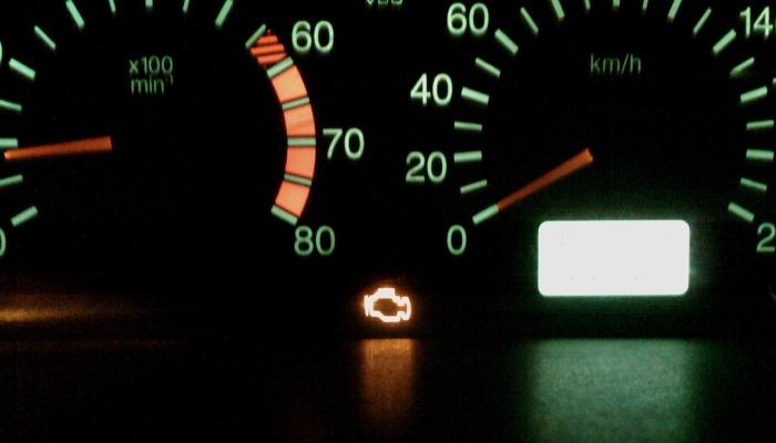 Luz Check Engine En Un Toyota Corolla